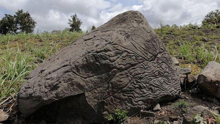 """Phát hiện """"bản đồ núi lửa"""" cổ đại được khắc vào đá"""