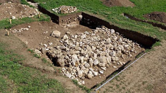 Phát hiện bàn tay kim loại 3.500 năm tuổi trong mộ cổ ở Thụy Sĩ
