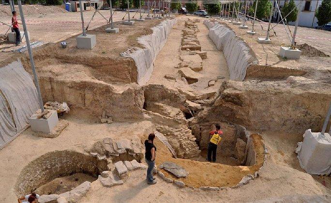 Phát hiện báu vật ma thuật quý hơn vàng giữa 25 hài cốt 5.000 tuổi