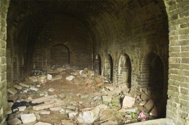 Phát hiện bình rượu giữa lăng mộ hoàng tử: Đội khảo cổ vừa mở nắp đã thót tim vì 3 sinh vật bên trong!