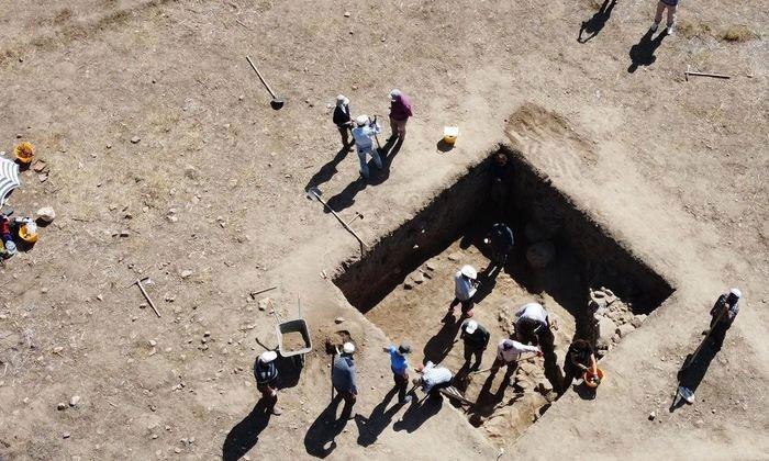 Phát hiện bức tranh khảm 3.500 tuổi trong ngôi đền bí ẩn thờ thần bão tố