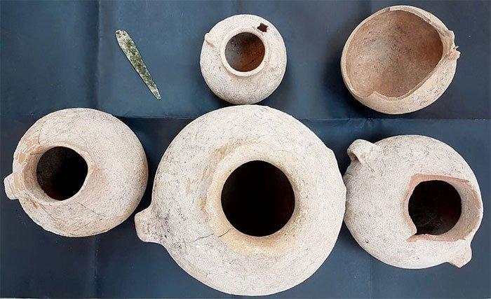 Phát hiện cổ vật 4.500 năm tuổi trong khe đá