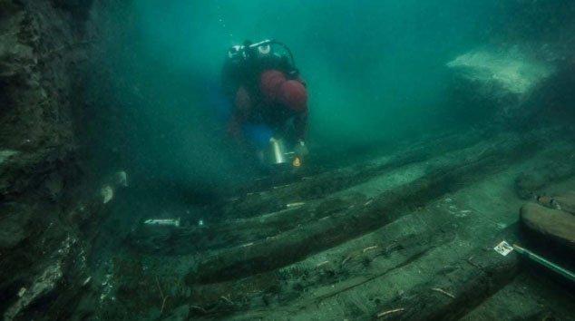 Phát hiện con tàu bên cạnh ngôi đền bí ẩn dưới thành phố chìm ở Ai Cập