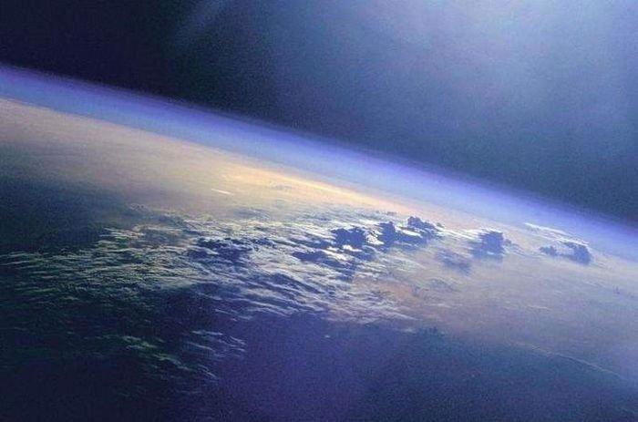 Phát hiện gây sốc: Trái đất đang quay chậm lại vì Mặt trăng bỏ chạy