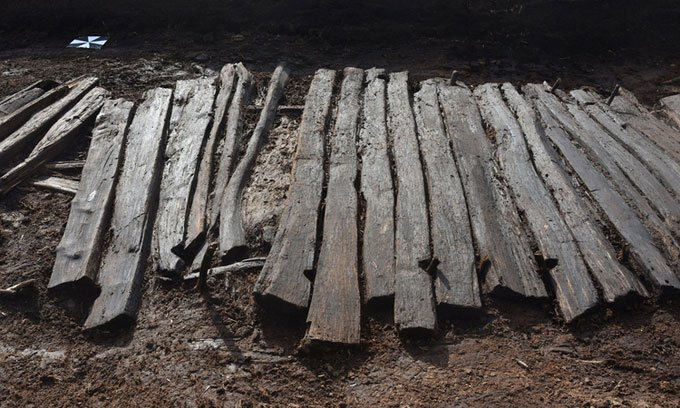 Phát hiện giày da rơi xuống đầm lầy 2.000 năm trước