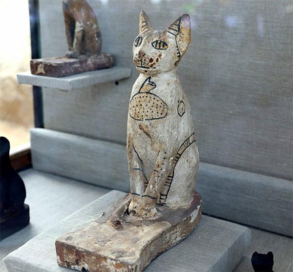 Phát hiện hàng trăm xác ướp 6.000 năm trong 7 hầm mộ Ai Cập
