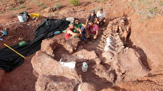 Phát hiện hóa thạch khủng long titanosaur cổ nhất thế giới