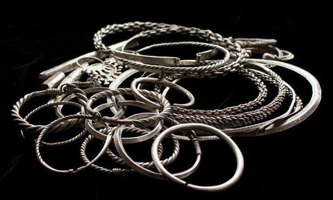 Phát hiện kho trang sức bạc giấu dưới lòng đất 900 năm tuổi