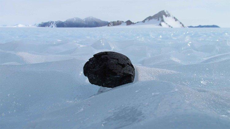 Phát hiện lạ trong thiên thạch ở Nam Cực