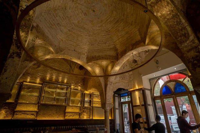 Phát hiện nhà tắm gần 1.000 năm tuổi ẩn trong quán rượu