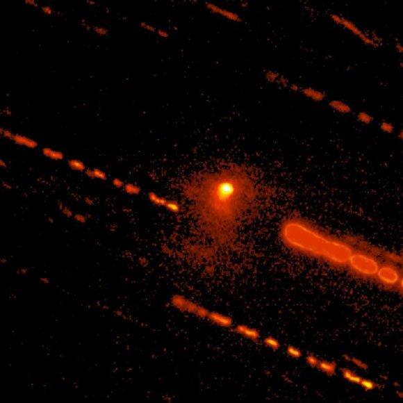 Phát hiện thiên thể hiếm thấy lai giữa sao chổi và tiểu hành tinh