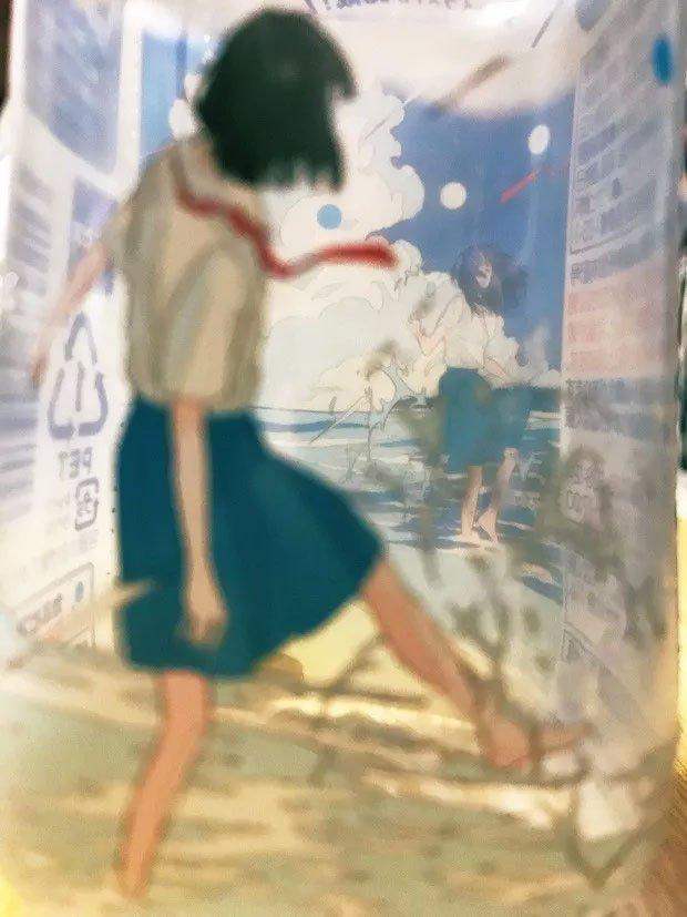 """Phát minh chai nước """"thoắt ẩn thoắt hiện"""" của người Nhật khiến dân mạng bái phục"""