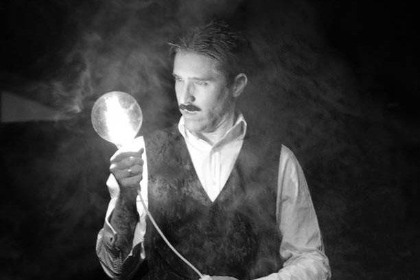 Phát minh ra thủy điện, tia X, Tesla lẽ ra phải được công nhận từ lâu