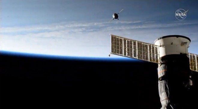 Phi hành gia robot đầu tiên vừa lái tàu không gian đến trạm ISS