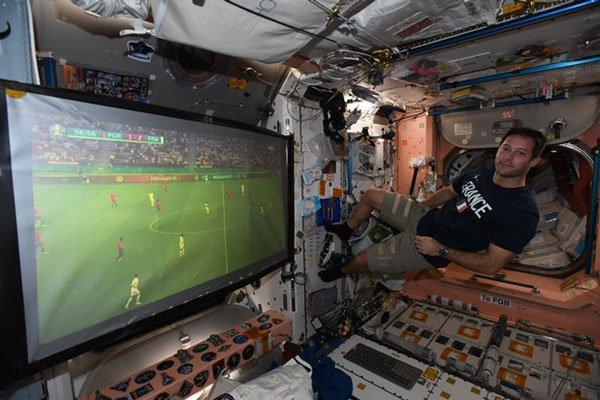 Phi hành gia xem Euro 2020 như thế nào?