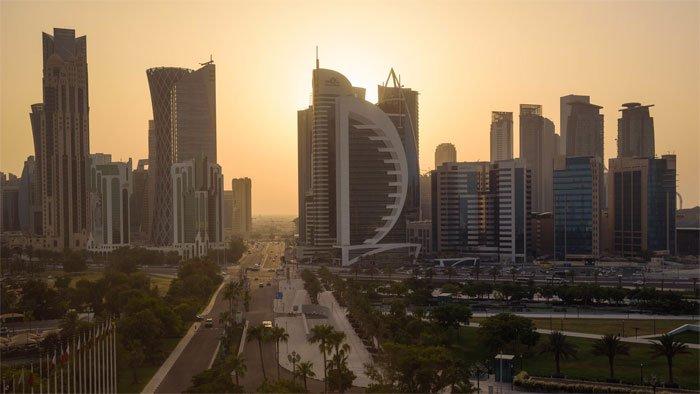 Qatar lắp điều hòa ngoài trời đối phó nắng nóng kỷ lục