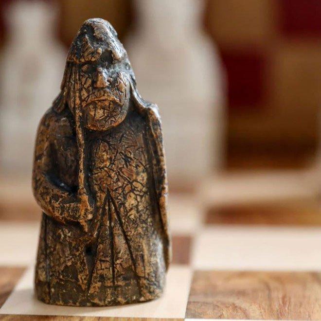 Quân cờ vua giá 1 triệu bảng Anh nằm trong ngăn kéo 55 năm