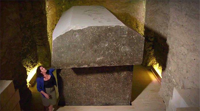 Quan tài 90 tấn chứa xác ướp bò đực