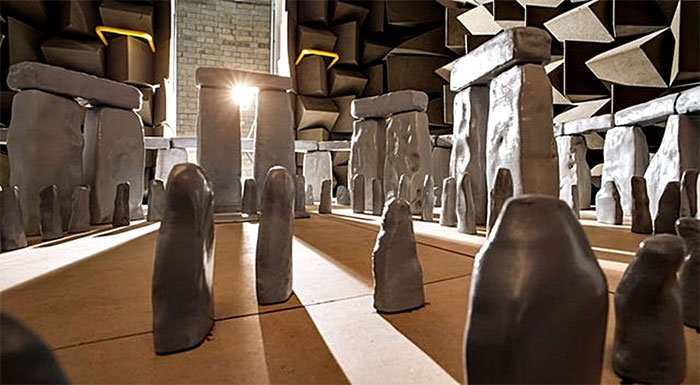 Quần thể đá Stonehenge có thể đã được xây dựng để khuếch đại âm thanh trong các nghi lễ cổ xưa