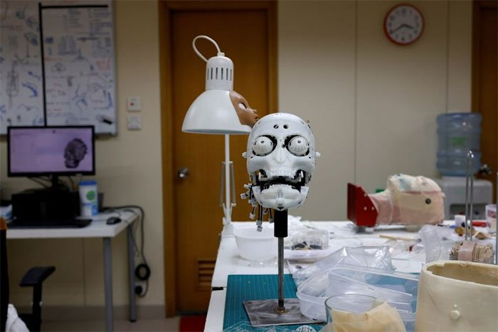 Ra mắt robot y tá mới, là em gái của người máy Sophia