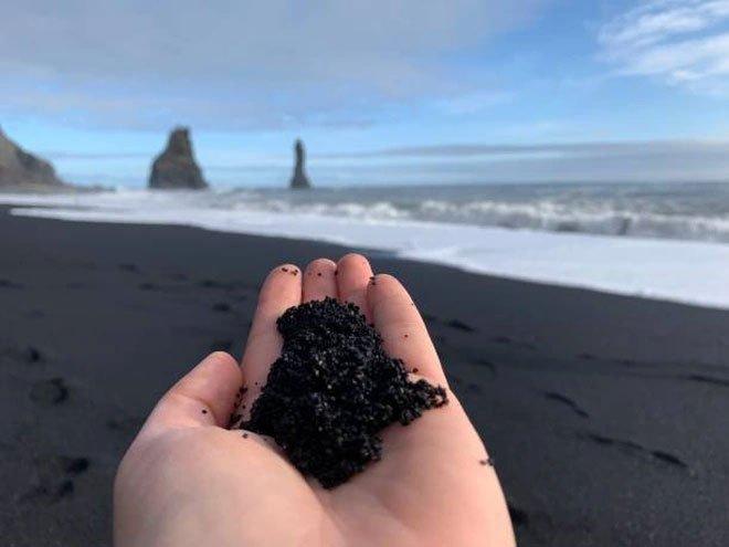 Reynisfjara - Bãi biển cát đen thui nổi tiếng nhất thế giới