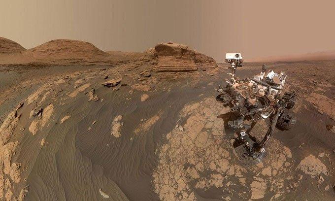 Robot Curiosity chụp ảnh tự sướng trên sườn núi sao Hỏa
