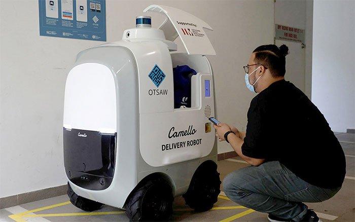 Robot giao hàng tự động đang phát triển tại Singapore