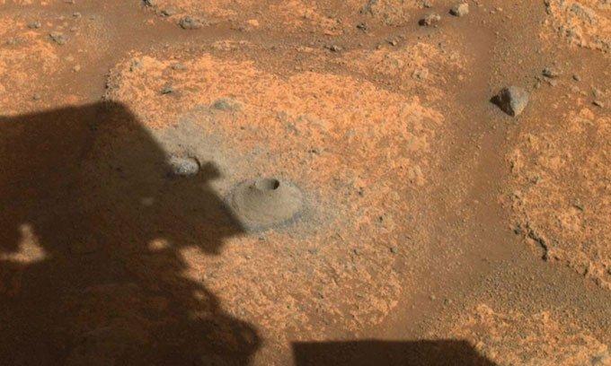 Robot NASA lần đầu tiên khoan lấy mẫu đất sao Hỏa