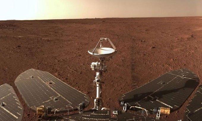 Robot Trung Quốc chụp ảnh kỷ niệm 100 ngày trên sao Hỏa