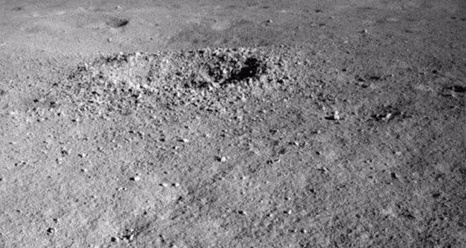 Robot tự hành của Trung Quốc phát hiện khoáng chất lạ trên Mặt Trăng
