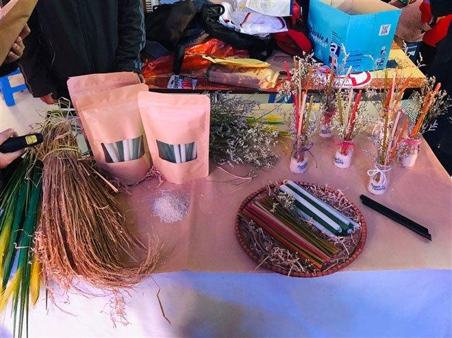 Sáng chế độc đáo ống hút làm từ hạt gạo giúp bảo vệ môi trường của học sinh