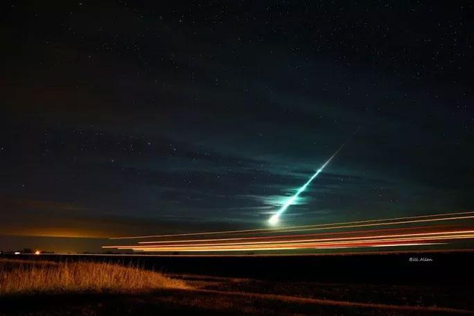 Sao chổi quái vật vỡ tan, liên tục đe dọa Trái đất