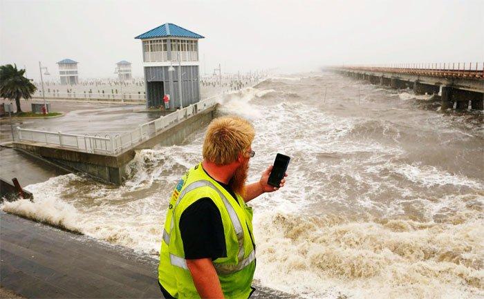 Siêu bão Ida đổ bộ nước Mỹ, làm đảo chiều dòng chảy của sông Mississippi