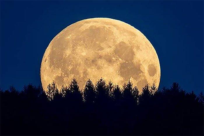 Siêu trăng cuối cùng năm 2020 thắp sáng bầu trời