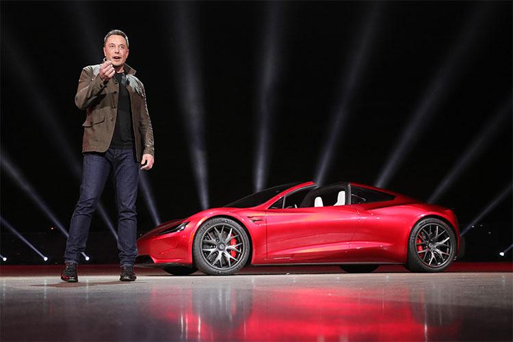 Siêu xe điện của Elon Musk có khả năng gây thảm kịch đâm vào Trái Đất?