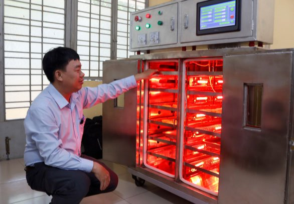 Sinh viên chế tạo hệ thống sấy hồng ngoại thông minh