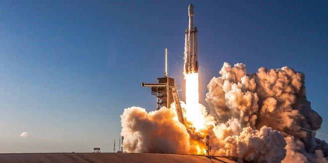 SpaceX phóng thành công tên lửa Falcon Heavy thứ 3, nhưng thất bại khi thu hồi lõi trung tâm