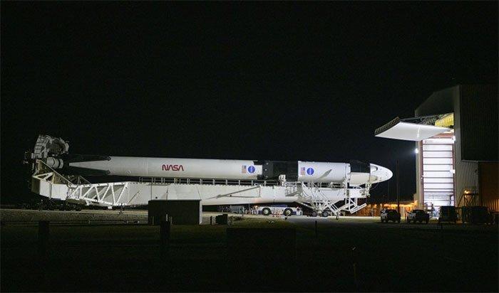 SpaceX và Elon Musk trước chuyến bay lịch sử đưa người vào vũ trụ
