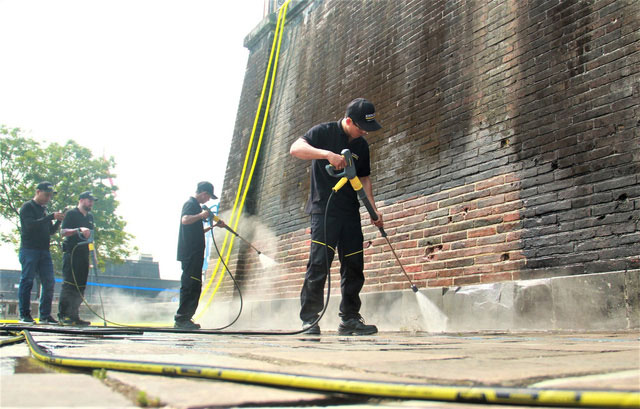 Steam Cleaning - công nghệ dùng để làm sạch cổng Ngọ Môn của Đại Nội Huế