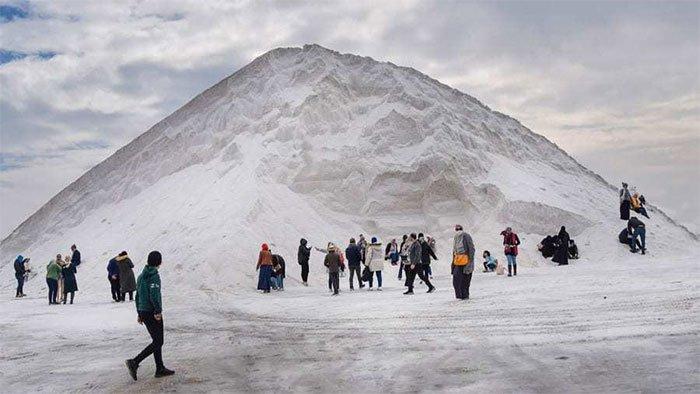 Sự thật về núi tuyết trắng xóa giữa vùng nắng gió sa mạc Ai Cập