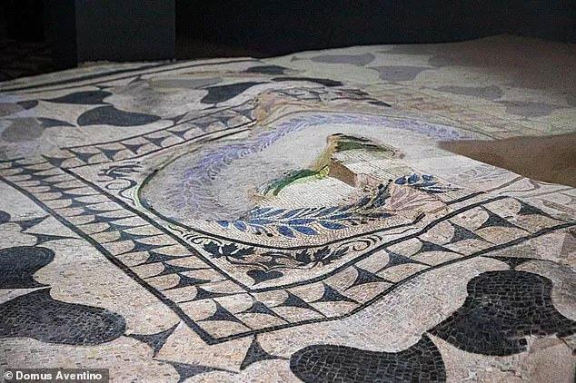 Sửa chung cư, vô tình phát hiện kho báu vĩ đại 2.000 năm