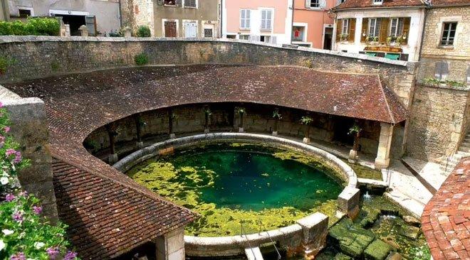 Suối ngầm bí ẩn chưa có lời giải ở Pháp