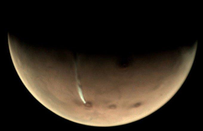Tái phát hiện dải mây bí ẩn dài 1.600km trên sao Hỏa