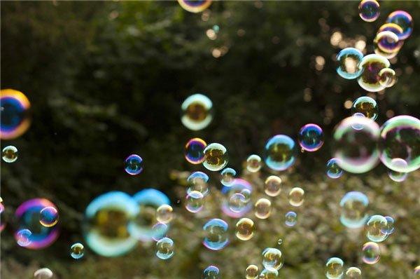 Tại sao bong bóng xà phòng có màu cầu vồng?