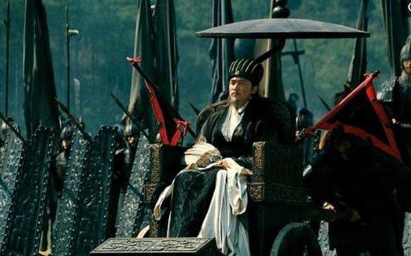 Tại sao Gia Cát Lượng lại chọn ngồi xe lăn ra trận thay vì cưỡi ngựa?