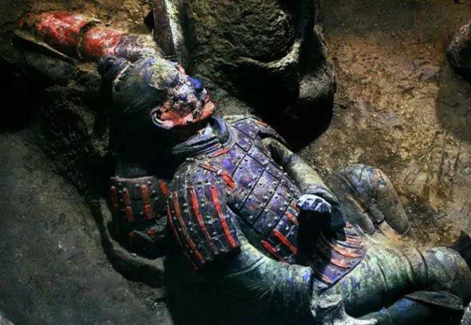 Tại sao không được phá tường giữa các chiến binh đất nung trong lăng Tần Thủy Hoàng?