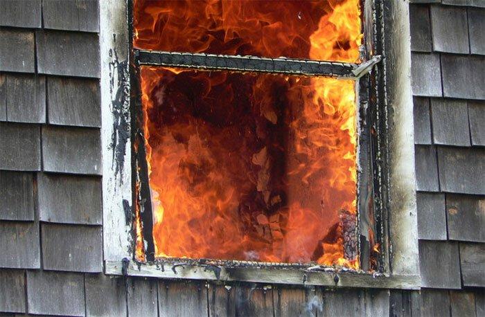 Tại sao kính cửa sổ thường vỡ khi xảy ra hỏa hoạn?