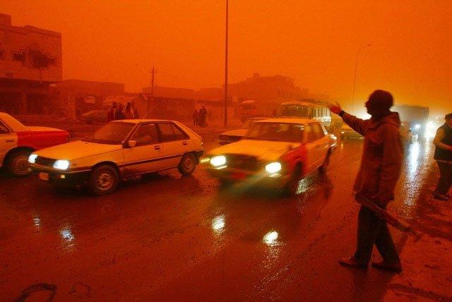 Tại sao một số vùng trên Trái đất lại xuất hiện hiện tượng mưa máu?