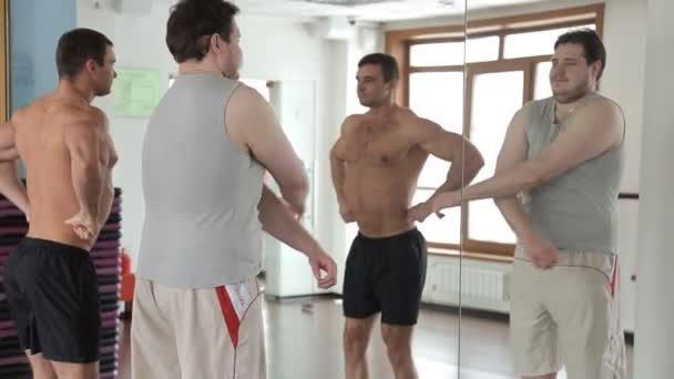 Tại sao vừa tập gym xong người to chật cả áo, về đến nhà thì lại hết?