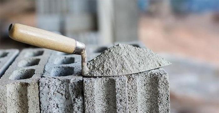 Tại sao xi măng là dạng bột nhưng khi trộn với nước lại cứng như đá?